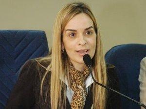 """""""Qual o medo do governador?"""", questiona deputada após criação de guarda pessoal para ex-governadores"""