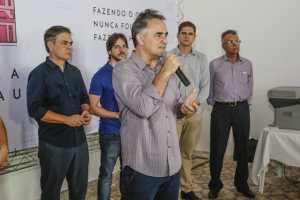 Cartaxo assina termos de uso do Villa Sanhauá com moradores e comerciantes