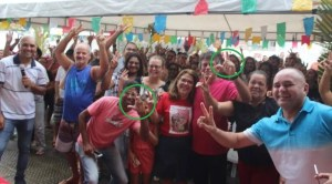 """Aliado de Azevêdo, deputado do PT troca o """"V"""" da vitória pelo """"L"""" de Lucélio ao posar para foto"""