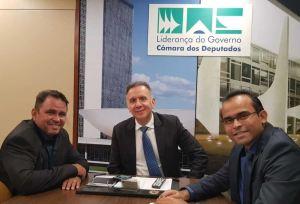 Aguinaldo Ribeiro articula e garante mais duas ambulâncias para São José de Espinharas
