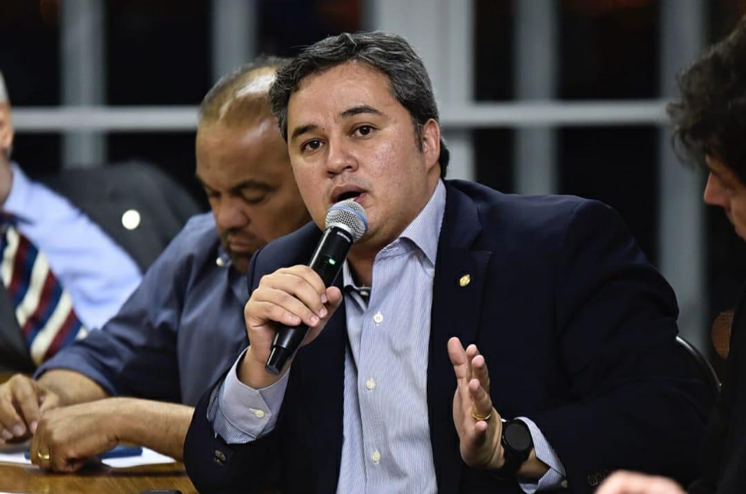 """Efraim Filho recebe aval do DEM para formalizar apoio ao PSB: """"Aliança é feita com os diferentes"""""""