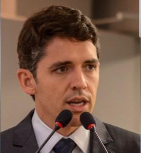 Tovar recebe homenagem da Apam por trabalho realizado em defesa da advocacia municipalista