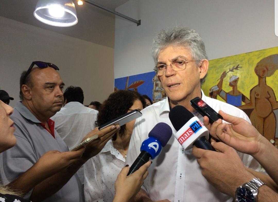 """""""Eu acho que Maranhão quer polarizar com o governo"""", diz Ricardo em resposta às acusações do senador"""