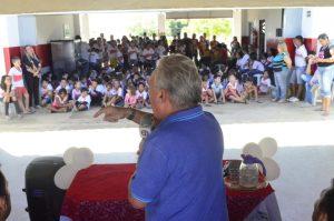 Zé Aldemir autoriza pavimentação de ruas e entrega climatização de escola em Boqueirão