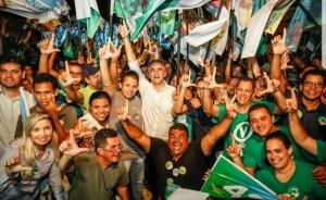 """Lucélio encontra população de Bayeux: """"De mãos dadas com o futuro, a Paraíba voltará a ter esperança"""""""