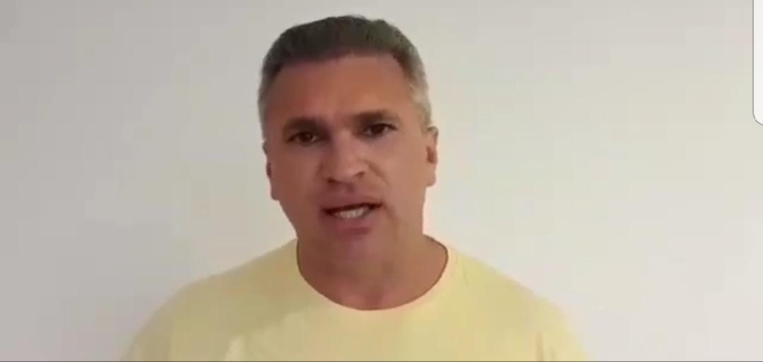 """VÍDEO: Julian Lemos atribui atentado contra Bolsonaro a ativista da esquerda: """"Eles são assassinos"""""""