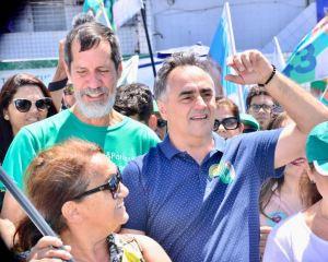 """""""É raro hoje no país político sair às ruas e ser abraçado pelo povo como Luciano e Lucélio"""", diz Eduardo Jorge durante caminhada com Cartaxo"""