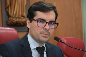 Lucas defende valorização da UEPB e critica gestão da Educação no Estado