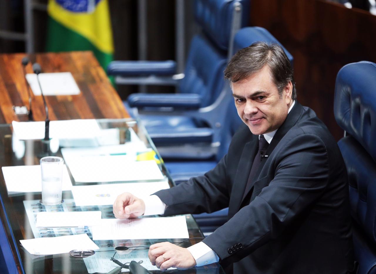 Cássio interrompe a campanha para assumir a presidência do Senado
