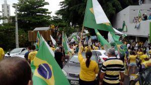 VEJA VÍDEOS: pessoenses realizam carreata com oração e buzinaço em apoio ao candidato Jair Bolsonaro