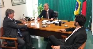 Wilson Filho diz que depois de oito anos um governador participa de reuniões de bancada e elogia João Azevedo