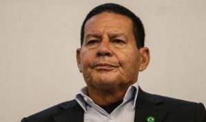 """General Mourão defende Julian Lemos sobre ataques da mídia: """"Já passou, essa historia já é conhecida"""""""