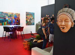 Feira de Economia Criativa reúne obras de artistas nacionais e internacionais na Estação Cabo Branco