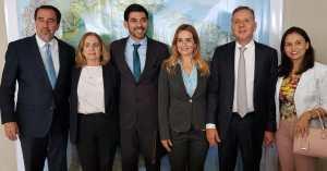 Aguinaldo e Daniella Ribeiro participam de reunião com prefeitos paraibanos e o ministro Gilberto Ochhi