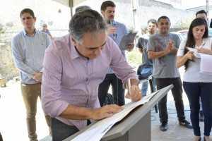Luciano Cartaxo assina ordem de serviço e inicia pavimentação de 13 ruas na comunidade Taipa