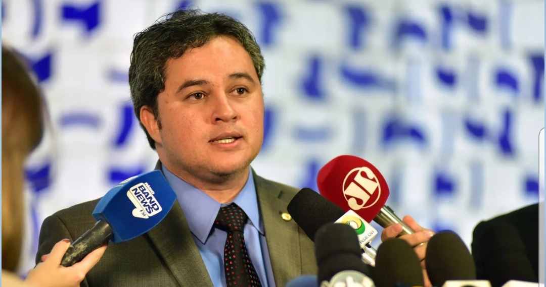 Eleições 2020: Efraim Filho coloca nome à disposição do DEM para disputar Prefeitura de João Pessoa
