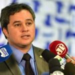 """Após racha no PSB, Efraim Filho reafirma compromisso DEM com João Azevêdo e justifica: """"Tem demonstrado diálogo e capacidade de aglutinar"""""""