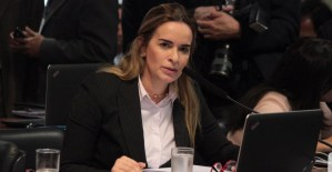 """Daniella Ribeiro para ministro da Educação: """"Adianta cantar o Hino Nacional por obrigação?"""