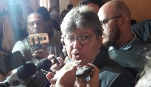 João demonstra confiança em Livânia, diz que secretária terá oportunidade de se defender e revela nome de substituta