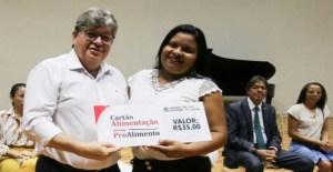 João Azevêdo anuncia reajuste de 40% no valor do Cartão Alimentação