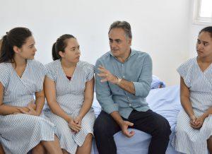 Mulheres da Casa Mãe Bebê recebem visita do prefeito Luciano Cartaxo e agradecem acolhida