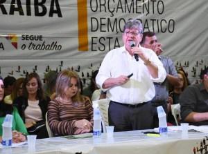 João Azevêdo nega rompimento com Ricardo e diz que especulações são alimentadas por pessoas que torcem pela divisão entre os dois