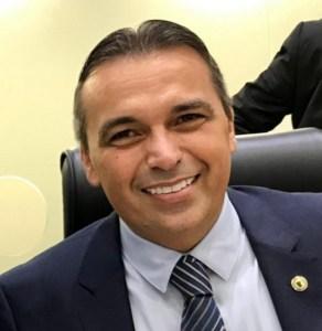 Genival Matias protocola licença e Anísio Maia deve assumir mandato nesta quarta-feira