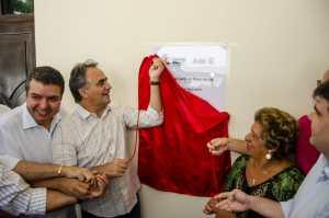 Prefeito inaugura Centro para atender crianças com microcefalia e familiares