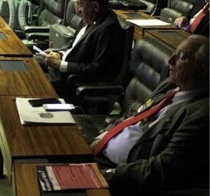 Deputado paraibano cochila no plenário durante sessão sobre Reforma da Previdência