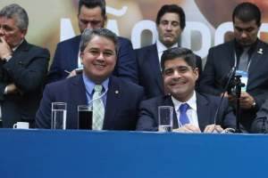 Presidente Nacional do DEM desembarca na PB para participar de filiação de Vitor Hugo e mais quatro prefeitos
