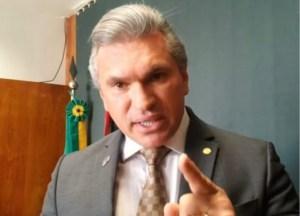 """VÍDEO -Julian lança desafio a advogado que o acusou de vender o PSL na Paraíba: """"o desafio a provar ou renunciar sua procuração de advogado"""""""