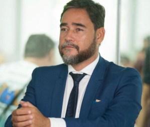 Opositor ferrenho de Berg Lima, Adriano Martins muda de lado e vota contra cassação do prefeito