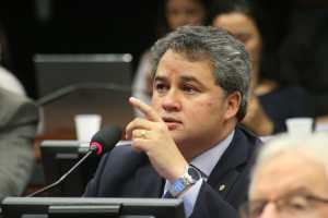 Aprovado na Câmara dos Deputados relatório de Efraim Filho que protege consumidor