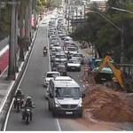 Prejuízo: Serviço da Cagepa na Avenida Pedro II, sem autorização, provoca transtorno no trânsito