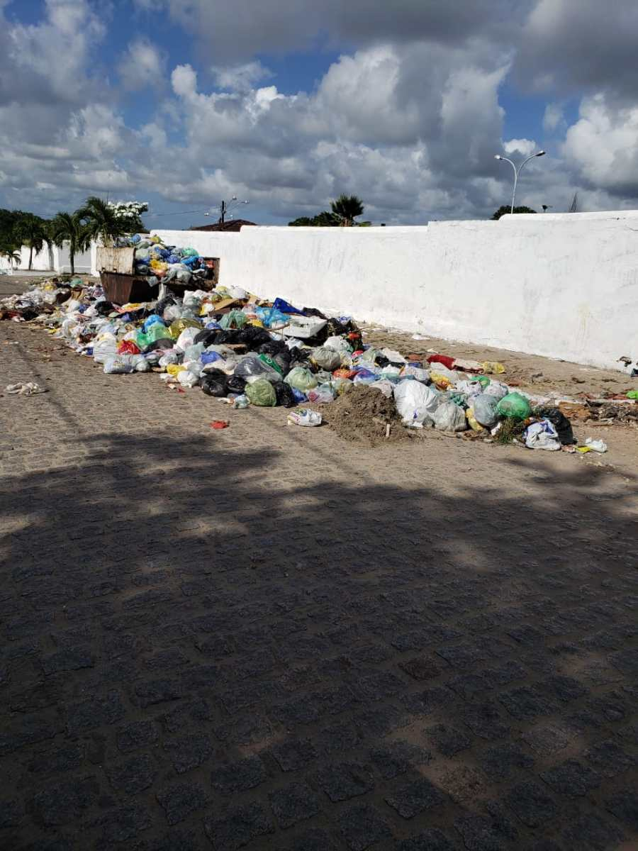 CAOS: Prefeitura de Bayeux atrasa salários de garis e cidade é tomada pelo lixo - Blog do Anderson Soares