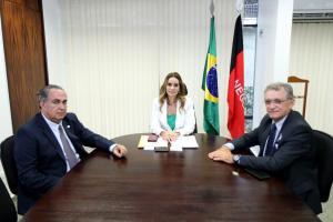 Em busca de recursos para municípios paraibanos, deputados Galego Souza e Cláudio Régis se reúnem com senadora Daniella Ribeiro