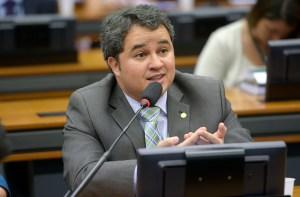 Citado em delação, Efraim Filho coloca sigilos bancário, telefônico e fiscal à disposição da justiça