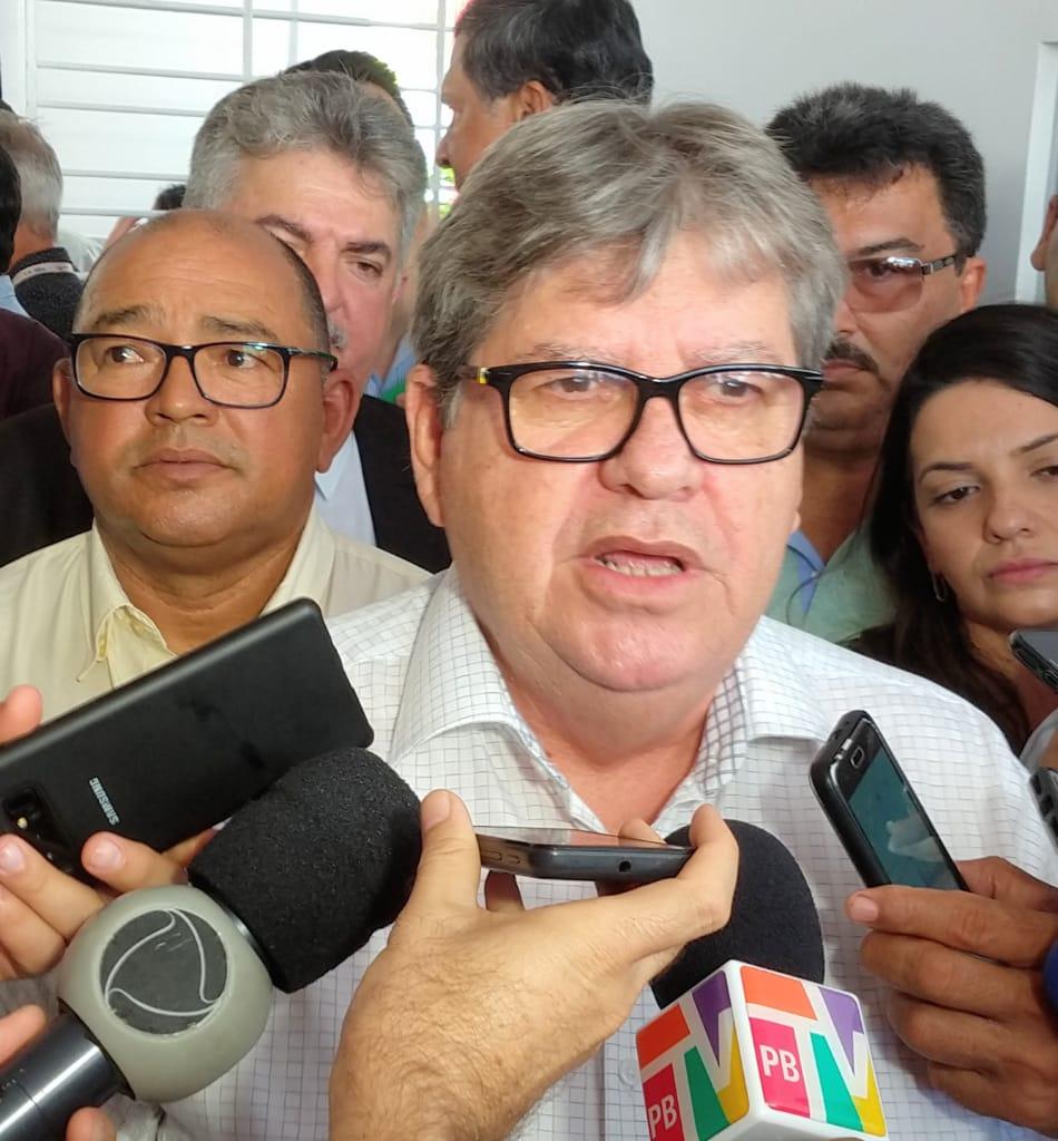 João Azevêdo ameaça ir à justiça caso o prefeito de Cabedelo reabra atividades não essenciais