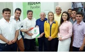 Efraim Filho testemunha assinatura de contrato para obras do Campus Santa Luzia