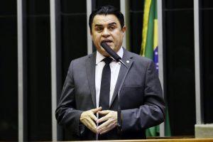 Câmara derruba decisão de Celso de Mello e determina retorno de Wilson Santiago ao cargo