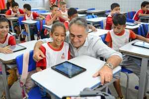 """Cartaxo lança programa """"Geração Conectada"""" e entrega três mil tablets para as escolas de tempo integral da Rede Municipal"""