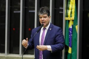 Crianças vítimas do Zika Vírus são beneficiadas por emendas de Ruy Carneiro