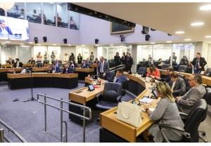 Deputados derrubam parecer da CCJ e aprovam criação da Fundação PB Saúde