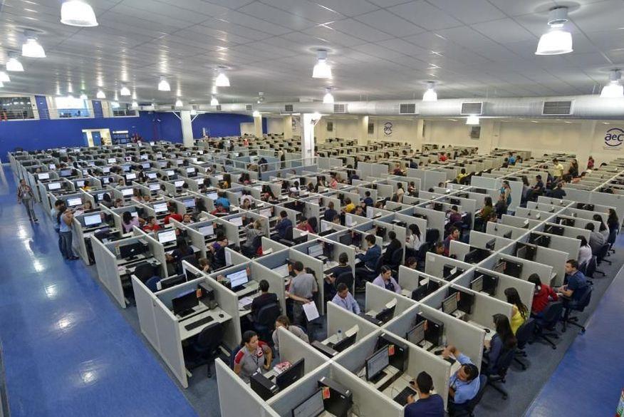 João Azevêdo determina redução na quantidade de funcionários em atividade presencial nas empresas de call centers na PB