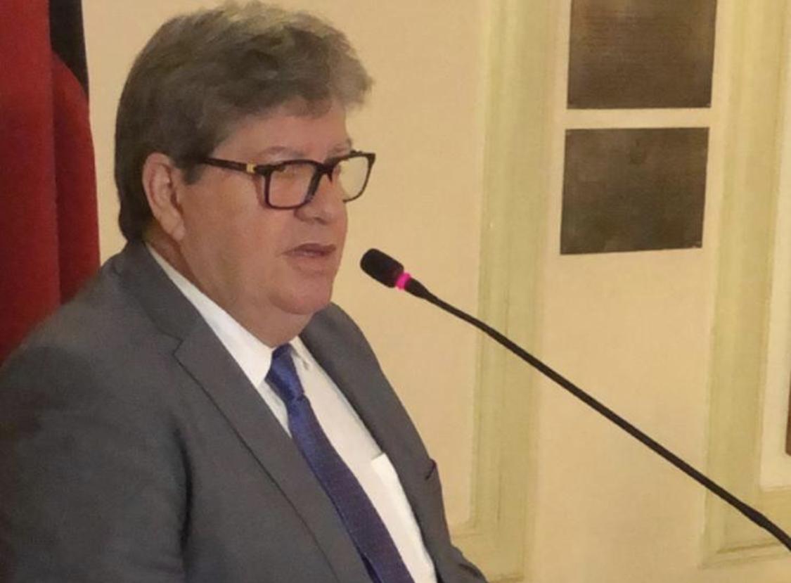 João Azevêdo sanciona lei que estabelece multa para quem divulgar 'fake news' sobre Covid-19 na PB