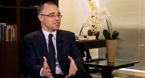 Bolsonaro oficializa Mendonça como ministro da Justiça e Ramagem na PF
