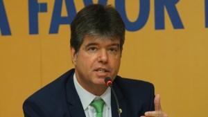 Ruy Carneiro defende suspensão das cobranças do Fies