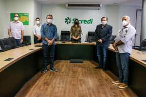 Prefeitura de João Pessoa recebe doação do Sicredi e recursos devem ser investidos na compra de novos respiradores