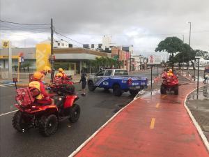 Prefeitura inicia força-tarefa para fiscalização da Orla e dos parques públicos após decreto que proibiu estacionamento e circulação de pedestres e ciclistas