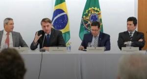 Opinião: Bolsonaro sai maior com divulgação de reunião e tese de impeachment é enfraquecida